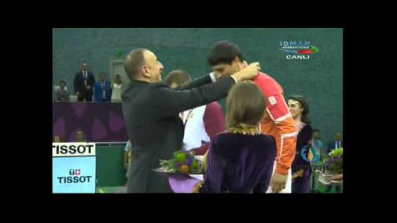 İlham Əliyev Rəsul Çunayevə qızıl medal təqdim etdi