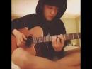 Чанель играет на гитаре 😍
