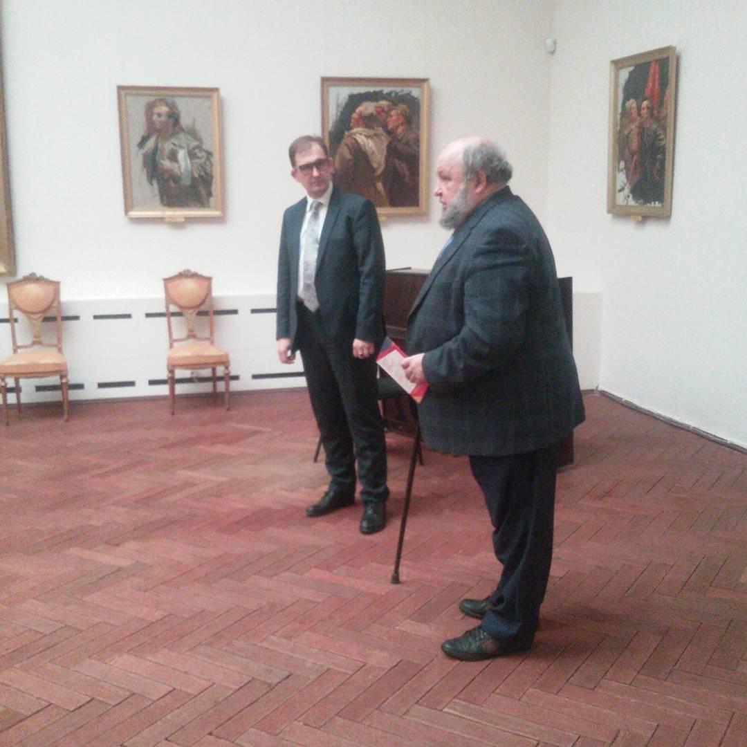 """Ю. В. Мудров о выставке """"Апрельские тезисы""""."""
