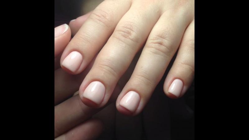 Блики на нежно-розовых ногтях 💅🏻