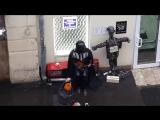 Дарт Вейдер играет на балалайке в центре Москвы