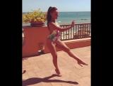 Simona Buonanno, hot salsa en la playa
