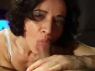 znaet-kak-dostavit-muzhchine-udovolstvie-porno