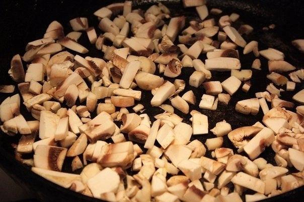 Жульен в булочках Ингредиенты: ● Булочки - 2