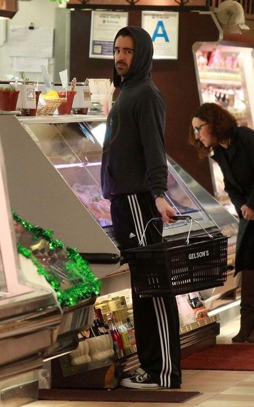 смотреть онлайн русская два госпожы наказывает мальчик лизать женскме ножки