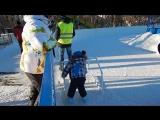 Дениска первый раз вышел на лед)