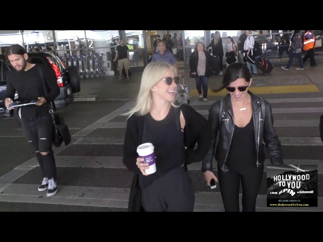 Джулианна и Кристи Совин покидают аэропорт «LAX» (8 сентября 2017 / Лос-Анджелес, США)