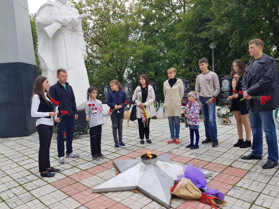 Молодежный парламент провел акцию «Возложи цветок»