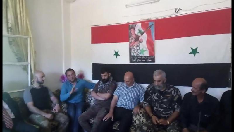 Бригадный генерал Иссам Загхреддин в доме мученика Хассама Сараи-Эд-Дина, погибшего в боевой операции в Дейр эз-Зоре