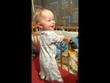 малюк танцует