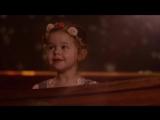 3-летняя девочка и ее папа очень мило поют See the Light
