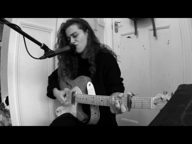 TASH SULTANA - HARVEST LOVE (LIVE BEDROOM RECORDING)