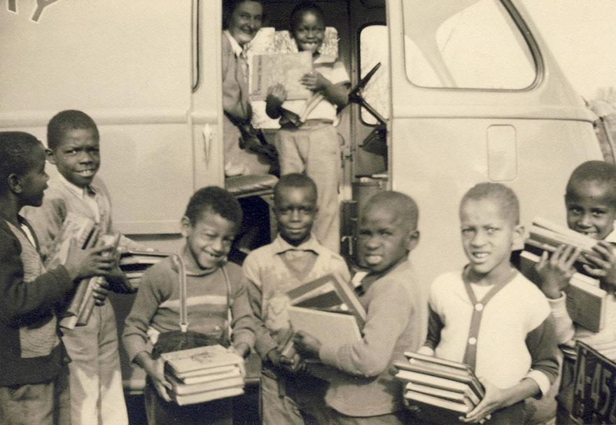 Дети с книгами