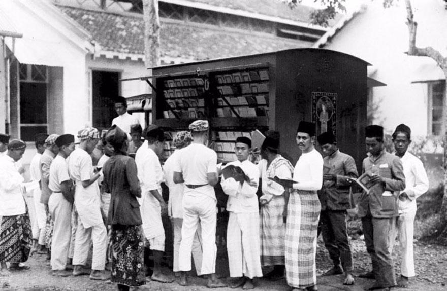 Мобильная библиотека в Индонезии, начало ХХ века