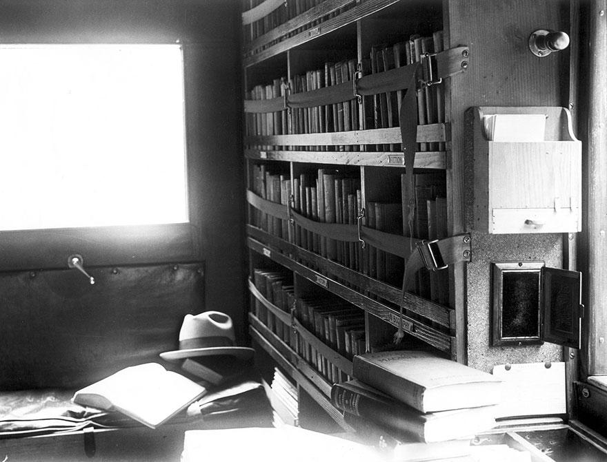 Библиотека на колесах. Вид изнутри