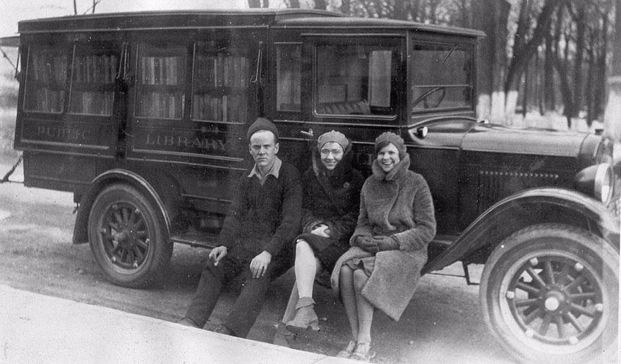 Работники библиотеки на колесах