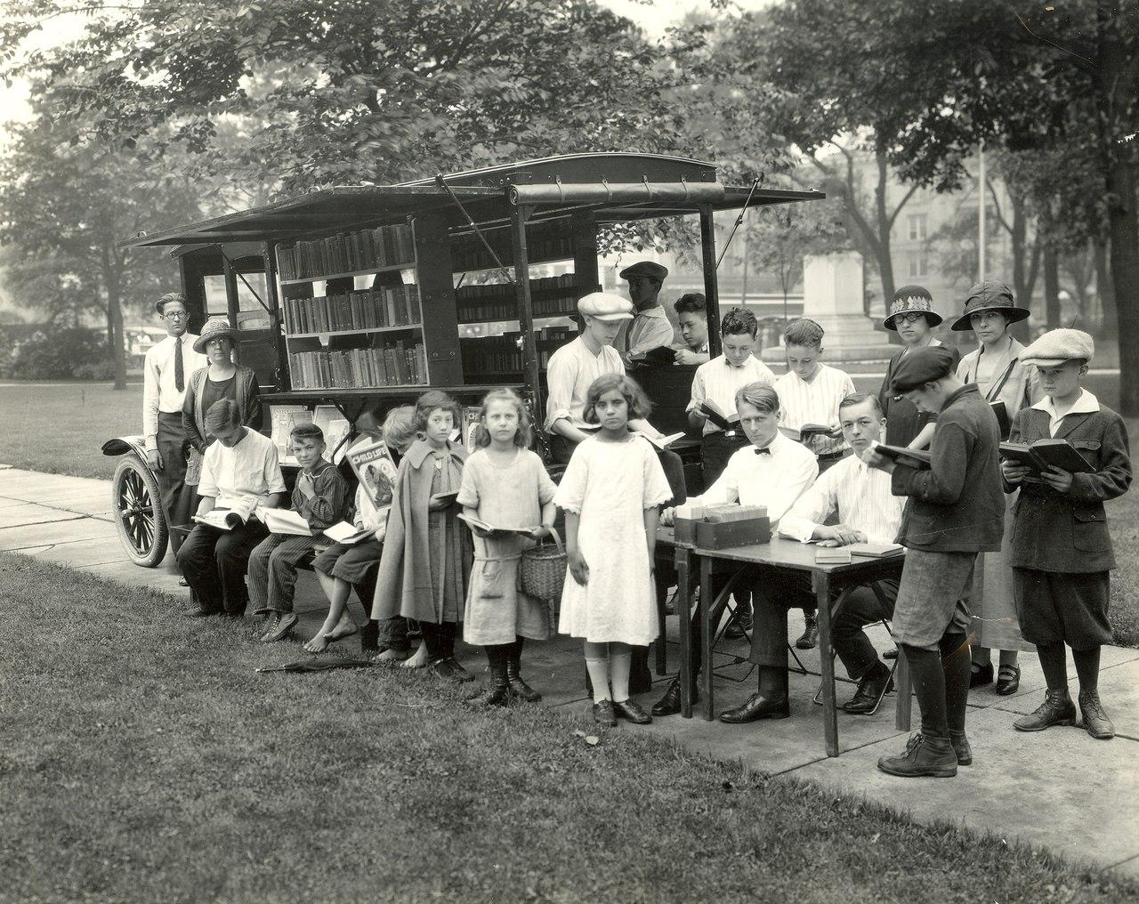 Букмобиль в Дейтоне, Монтгомери, 1924 год