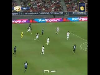 Кондогбиа исполняет финт Роналдиньо
