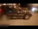 В Ижевске компания спустилась на автомобиле по лестнице на набережной пруда
