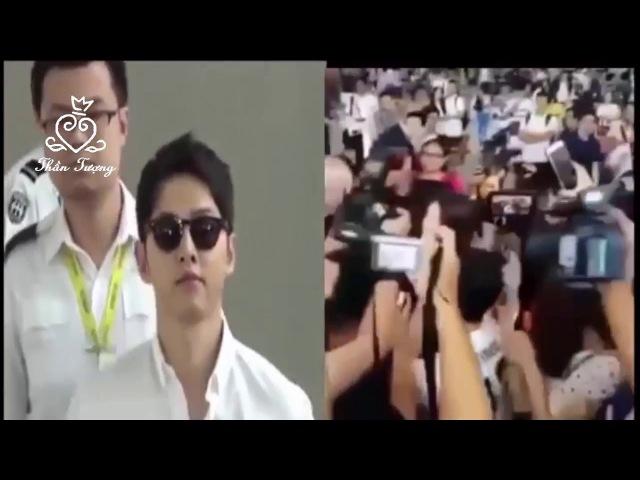 Song Joong Ki tới sân bay đón Song Hye Kyo để cùng chuẩn bị cho đám cưới