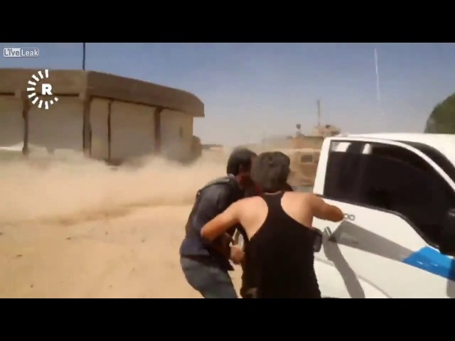 ШАХИД_МОБИЛЬ ИГИЛ 2017_Ракка_Incoming Suicide bomber shoots at cameramen and blows himself up afterwards!