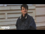 Les McKeown - She's A Lady (Official Video) (VOD)