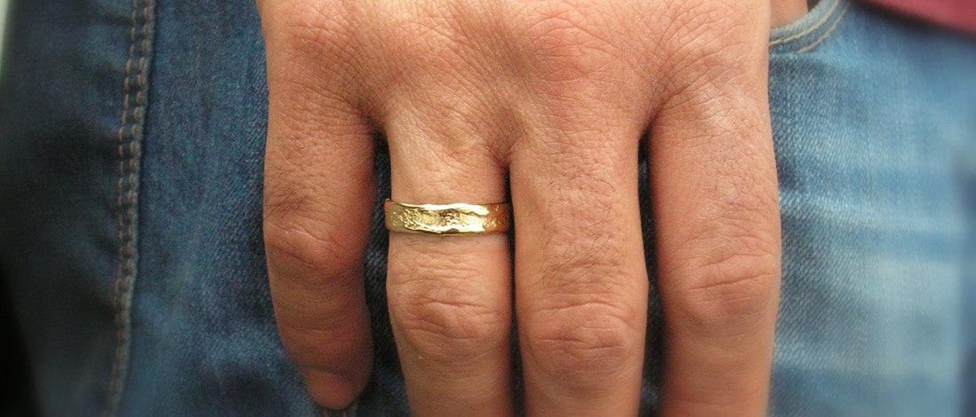 предоставили кольца на руках мужчин фото закону справку можно