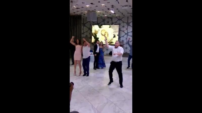 танцульки с женихом