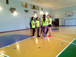 Волейбол 2016-17 Девочки Школа № 120 -110 Школа 1 период