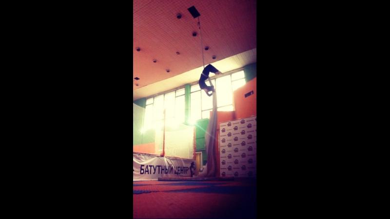 Aerial silk/Drumbass