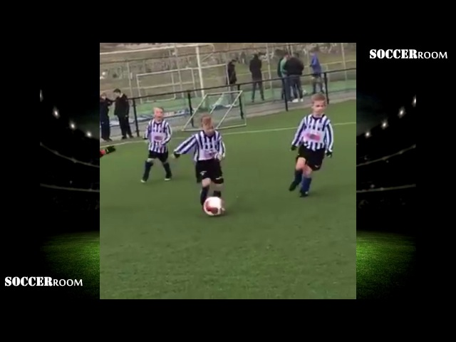 Dirk Kuyt's 5 year old son amazing solo goal like Lionel Messi