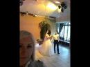 Невеста Анна поет для жениха Сергея