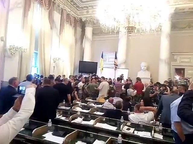 Львівську облраду під виглядом націоналістів захопили російськомовні молодики