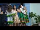 Девятиклассницы во время музыкальной паузы