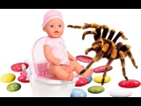 Bad Baby ПАУКИ НАПАЛИ НА ДЕТЕЙ MESSY TOILET Giant Spiders Attack Girls