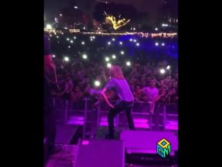 LIL PUMP на концерте кидает в толпу  $ Рифмы и Панчи