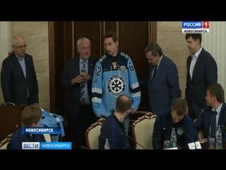 Губернатор Новосибирской области встретился с хоккеистами Сибири