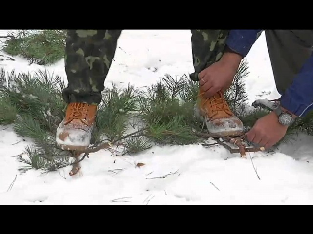 Как сделать снегоступы ( How to make fast snowshoes of spruce branches to move in deep snow )