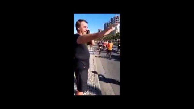 Bolsonaro é ovacionado em meia maratona