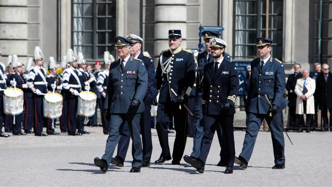 Празднование дня рождения короля Швеции +gif
