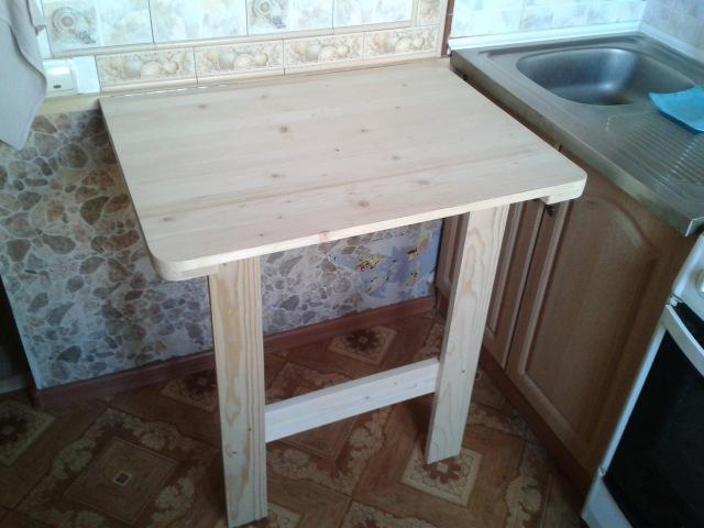 Откидной столик в малогабаритной кухне