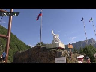 В Италии открыли памятник погибшему в Сирии Герою России Прохоренко