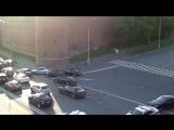 Кортеж Путина пробивается через пробки и едет по встречной полосе