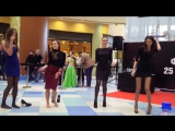 Видео #2 100 девушек станцевали в ТЦ Ауре перед жюри конкурса Мисс Европа плюс