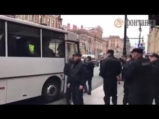 Задержанные на Марсовом поле доставлены в Дзержинский суд