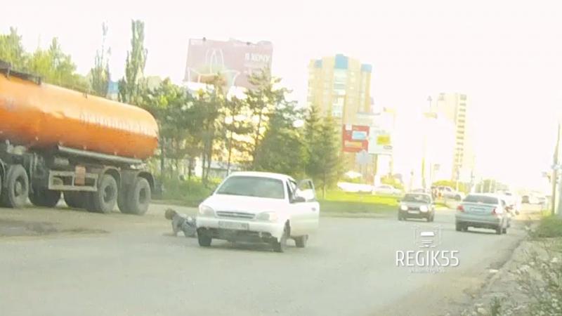 Наезд на женщину, Омск (24.07.2017)