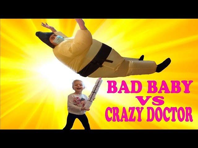 ИГРАЕМ В ДОКТОРА С УКОЛАМИ РАЗНОЦВЕТНЫЕ УКОЛЫ В ПОПУ Bad Baby делает укол детям Play D