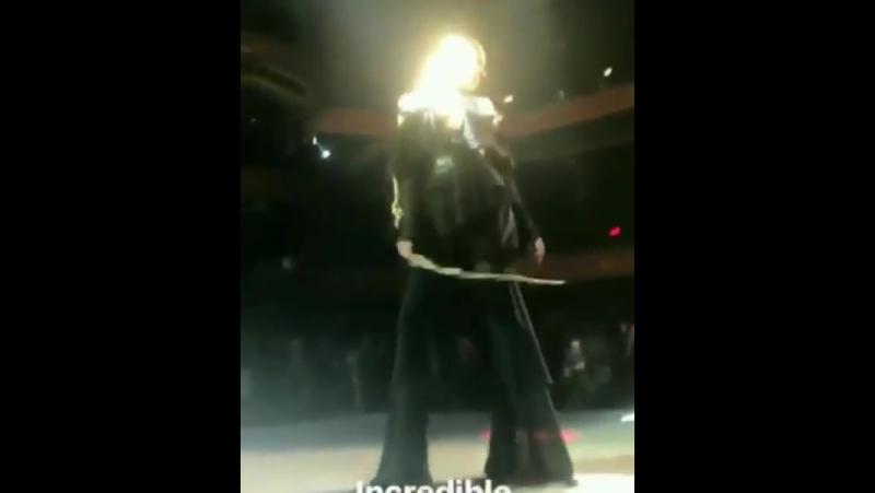 Elsa desfilando para Philipp Plein no NYFW ontem!