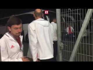 Жертва победы: Роман Зобнин покидает стадион на костылях