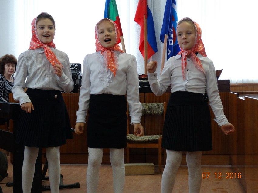 В станице Зеленчукской учащиеся и преподаватели Зеленчукской детской школы искусств «Лира» провели праздничный концерт